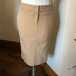 Bebe Size 4 Tan skirt that zips up the front